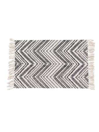 HOME ESSENTIALS - Scatter Rug - Black and White Chevron with Fringe WHITE